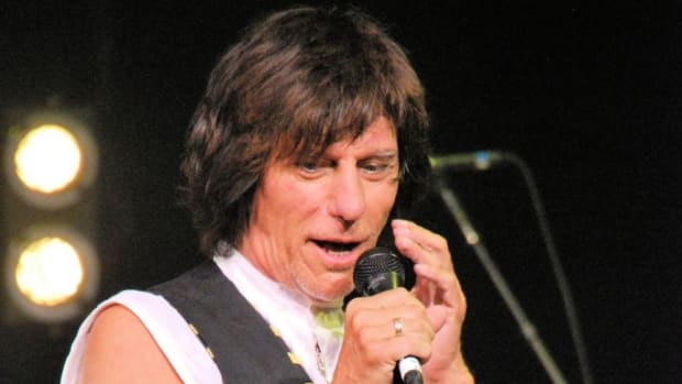 """Jeff Beck addresses the crowd June 5 in Atlantic City prior to playing his rendition of the Les Paul and Mary Ford hit """"How High the Moon."""" (Photo by Chris M. Junior)"""