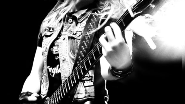 Laura Wilde guitarist