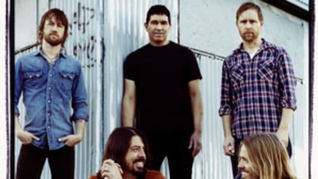 Foo Fighters features two Nirvana alumni: frontman Dave Grohl (front left) and guitarist Pat Smear (center back). Courtesy RCA/Steve Gullick