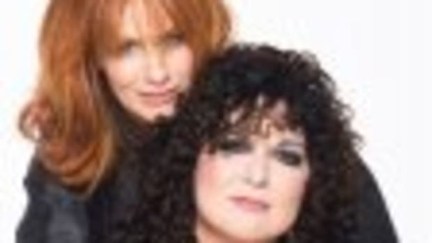Nancy (top) and Ann Wilson of Heart