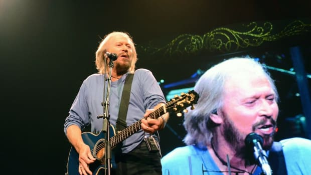 Barry Gibb played Bee Gees hits and rarities during his May 19 show at the Wells Fargo Center in Philadelphia. (Photo by Chris M. Junior)