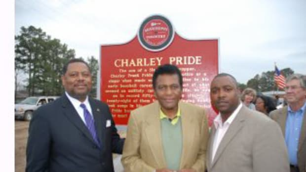 (Photo credit: Jeff Holder; L to R: MS Senator Robert Jackson, Charley Pride, MS Country Music Trail's Alex Thomas )