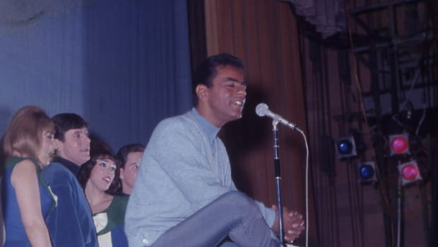 Johnny Mathis performing with backup singers at Seton Hall University on April 26, 1967 (photo courtesy of Frank White Photo Agency).