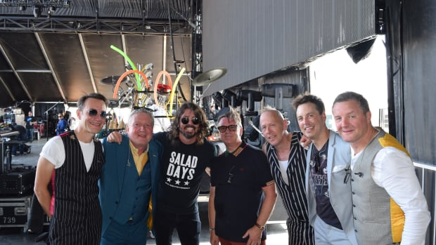 Squeeze with Dave Grohl in Louisville on Saturday, September 21st. Pictured left to right are Stephen Large, Glenn Tilbrook, Dave Grohl, Chris Difford, Simon Hanson, Sean Hurley and Steven Smith. (Photo by Cole Anderson)