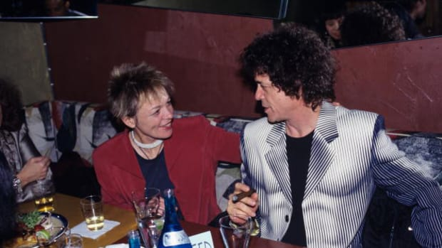 Photo of Lou Reed with Laurie Anderson (Photo by Ebet Roberts/Redferns)