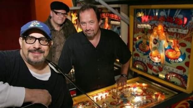 Pat DiNizio (foreground) with Smithereens bandmates Jim Babjak and Dennis Diken (in back)