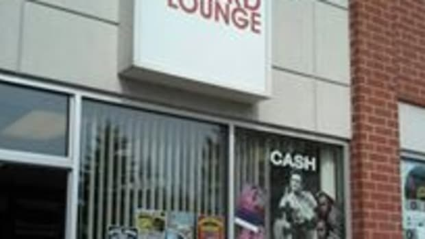 the-record-lounge-outside