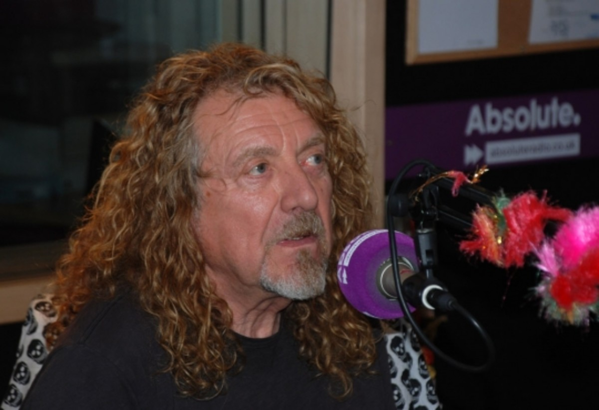 Robert Plant discussed many topics during a freewheeling interview that he did recently with DJ Geoff Lloyd for UK radio station Absolute Radio.