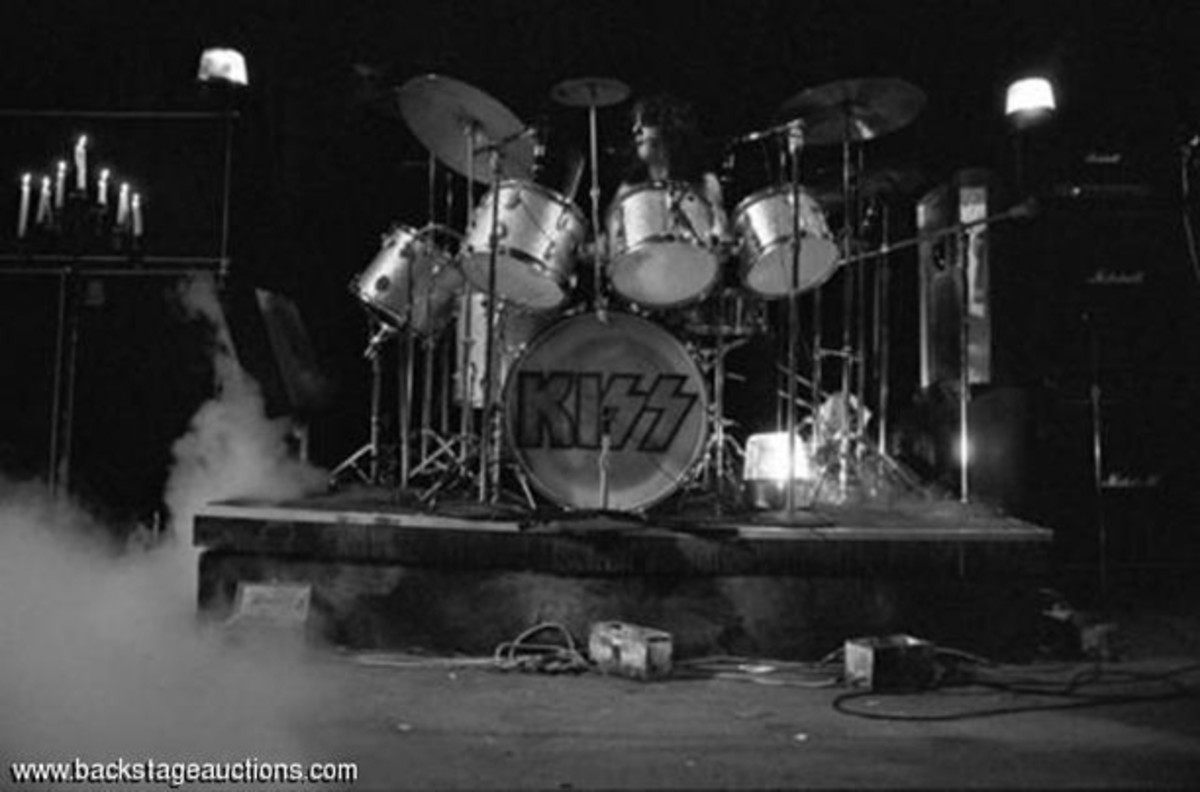 Peter Criss KISS onstage Backstage Auctions drum kit