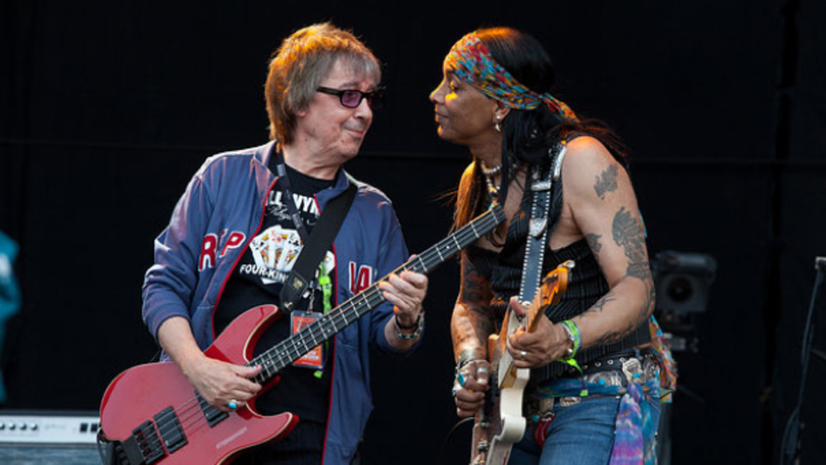 Bill Wyman and Micki Free onstage together. Photo by Jessica Gilbert/courtesy of hardrockcalling.co.uk