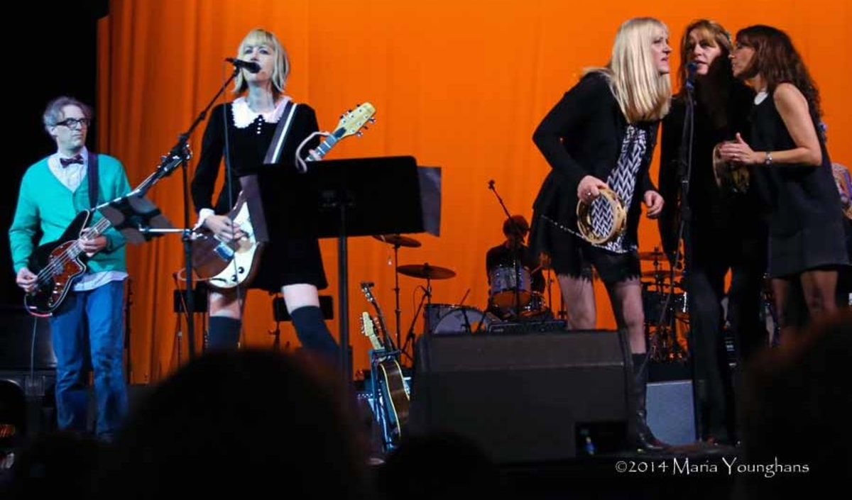 The Muffs with the Bangles (photo by Maria Younghans)