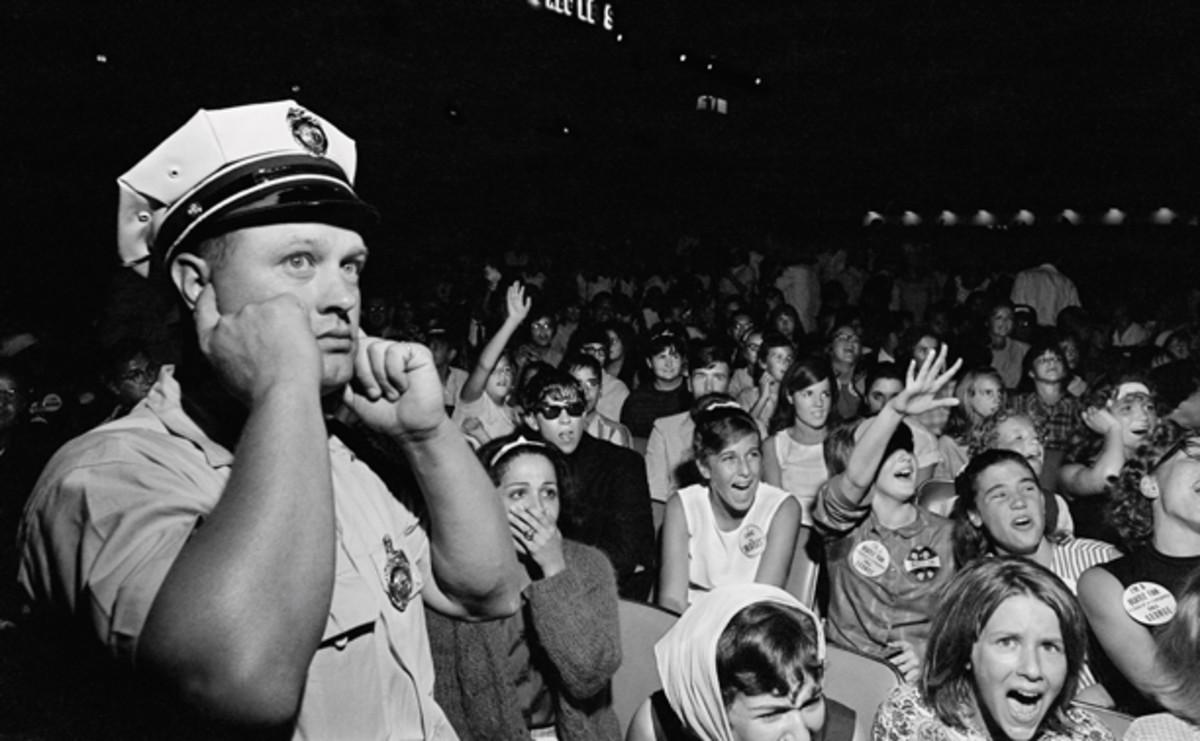 Beatles crowd Mirrorpix Chuck Gunderson Some Fun Tonight