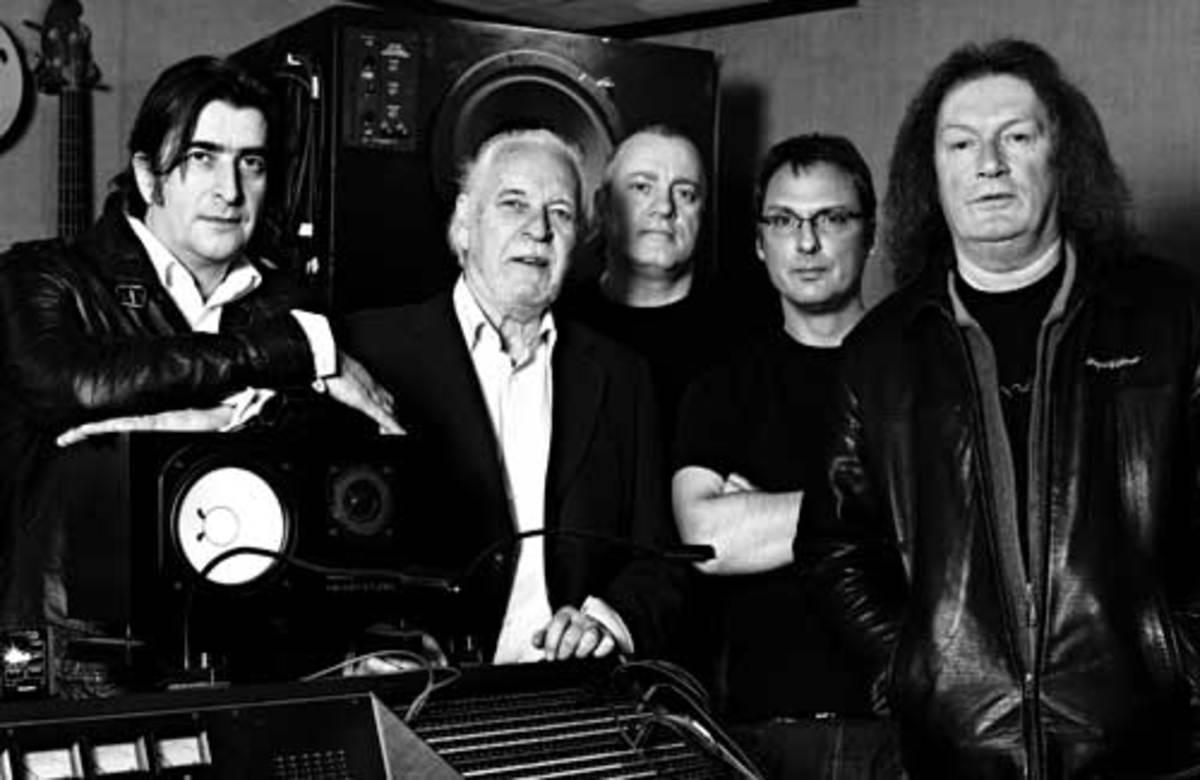 PROCOL HARUM, from left: Josh Phillips, Gary Brooker, Geoff Dunn, Matt Peg, Geoff Whitehorn. Photo by Simon Thiselton