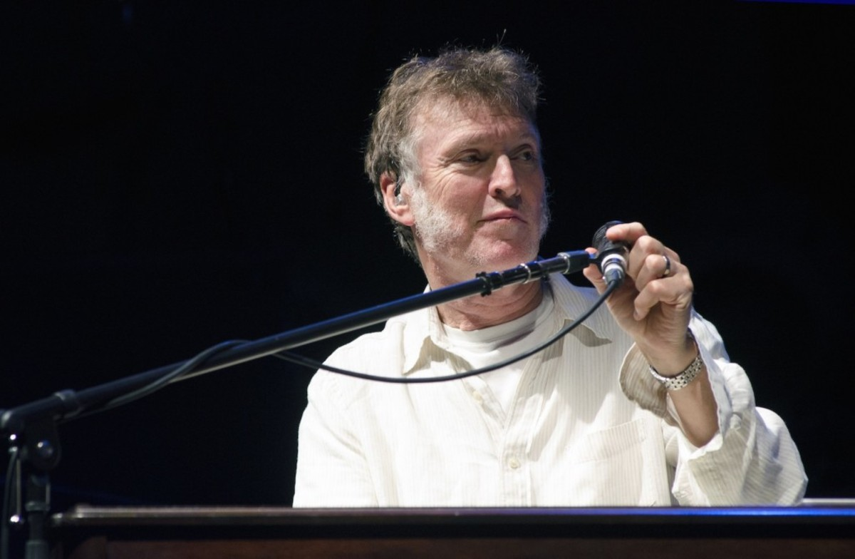 Opener Steve Winwood, who performed signature tunes by the Spencer Davis Group, Blind Faith and Traffic as well as solo material. (Photo by Chris M. Junior)