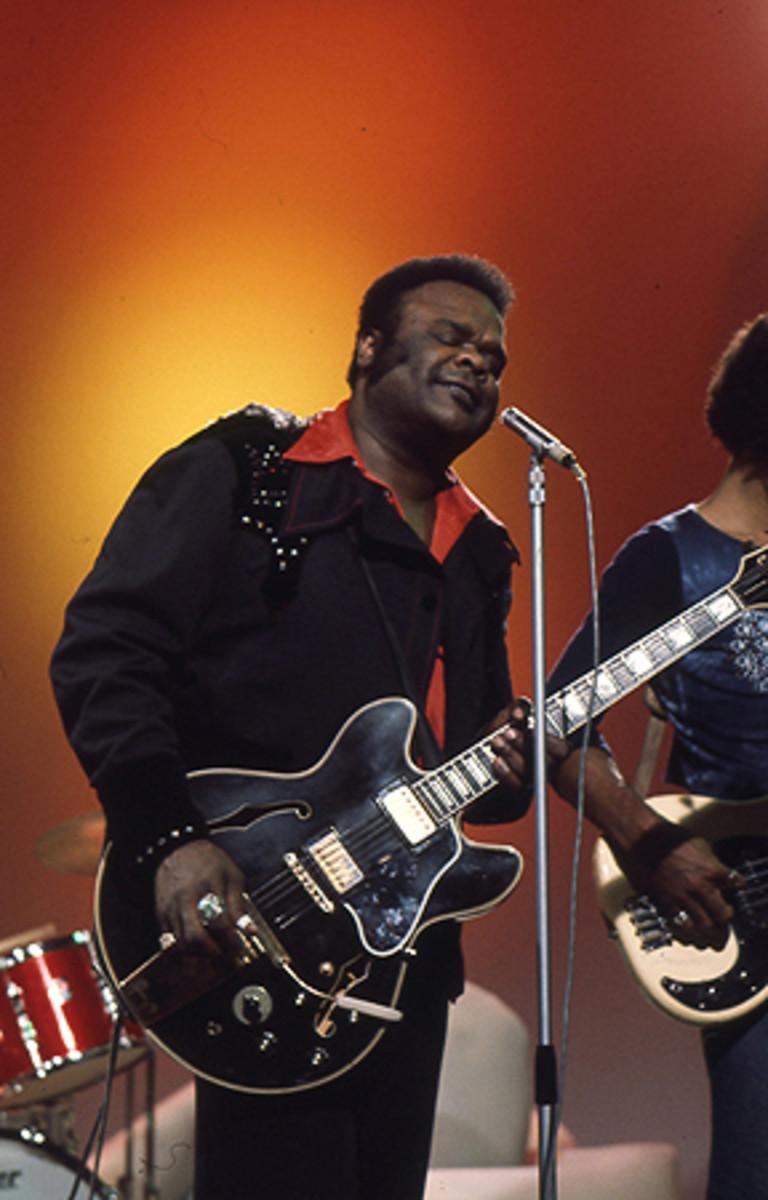 Blues guitarist Freddie King performs in 1975