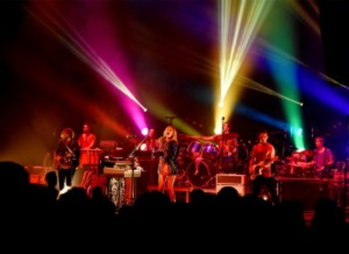 Grace Potter and band, including some fellow Nocturals, electrify in a live performance in July 2015.