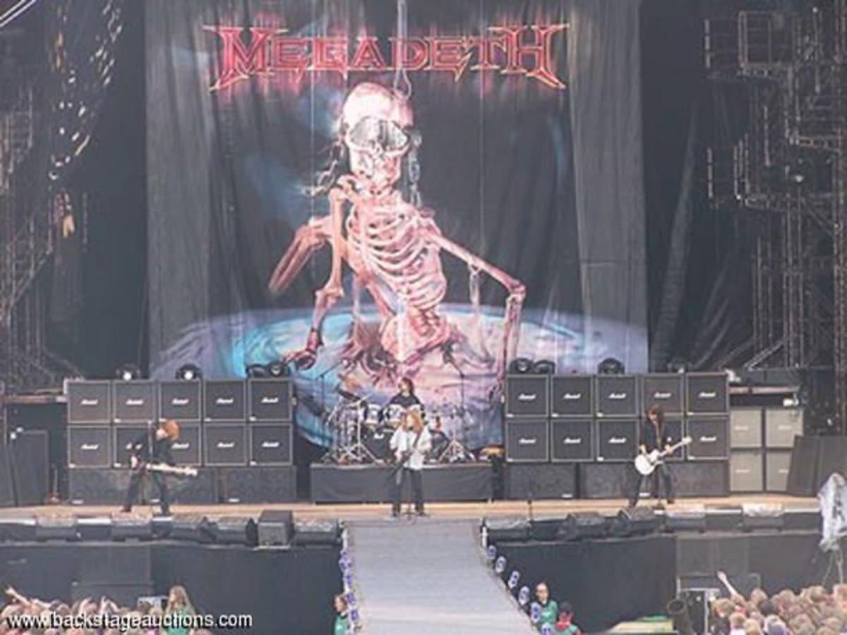 Megadeth stage banner hero