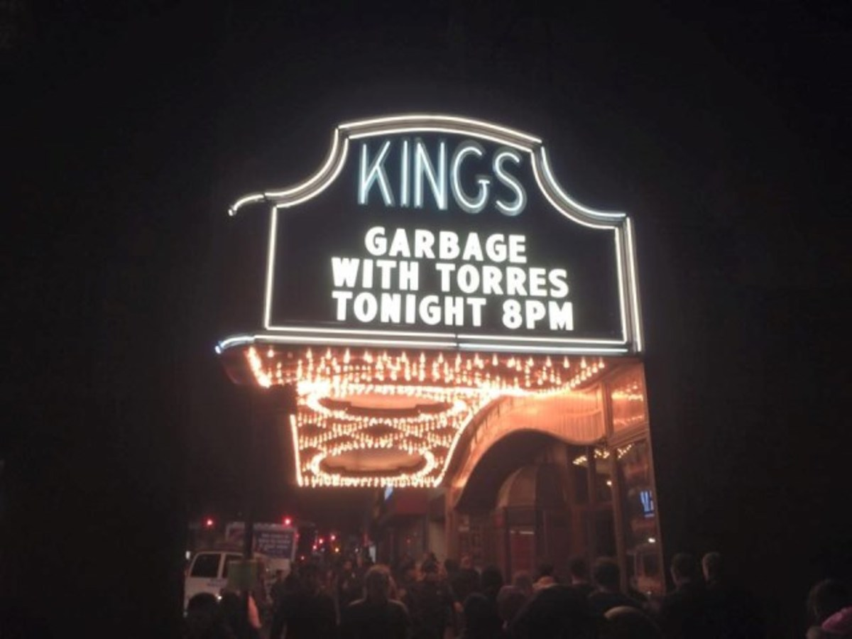 The Kings Theatre in Brooklyn, NY, which reopened earlier this year after a renovation that restored the venue to its 1920s grandeur, played host to an incendiary concert by Garbage on Saturday, October 24th.