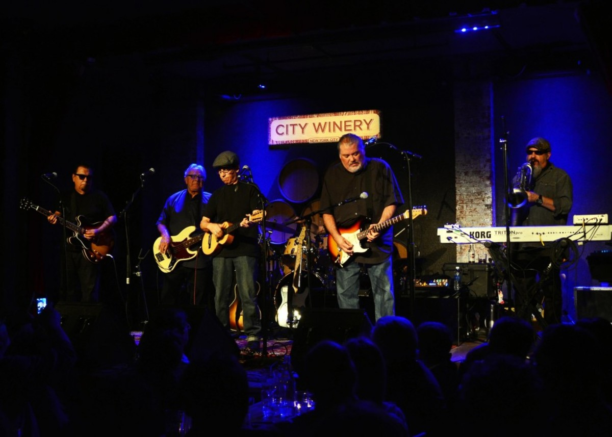 From left to right: Cesar Rosas, Conrad Lozano, Louie Perez, David Hidalgo and Steve Berlin of Los Lobos performing Dec. 2 at City Winery in New York. (Photo by Chris M. Junior)