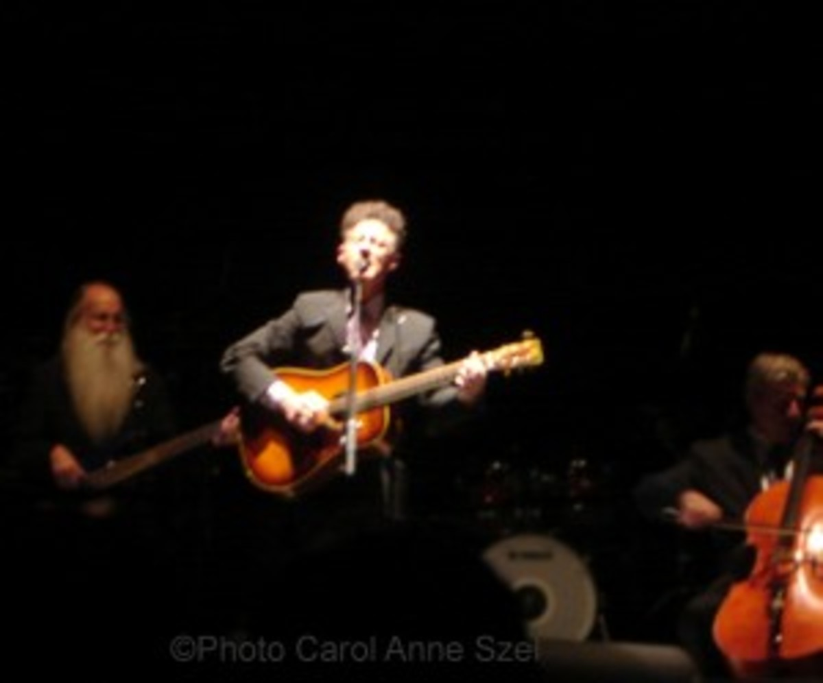 Lyle Lovett front with lee and cello player