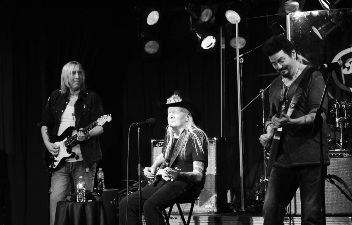 Johnny Winter is flanked by fellow guitarists Paul Nelson (left) and Mike Zito. (Photo by Chris M. Junior)