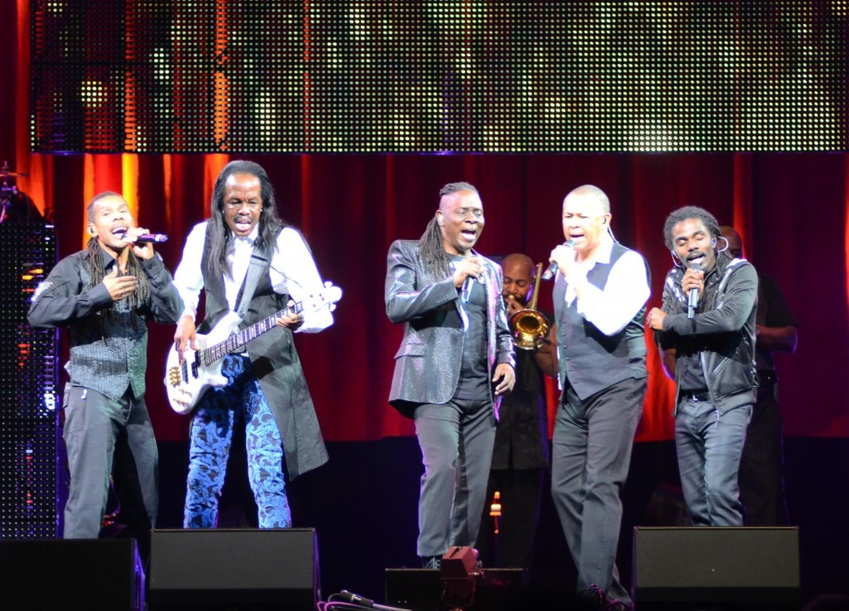From left: B. David Whitworth, Verdine White, Philip Bailey, Ralph Johnson and Philip Bailey Jr. in action Sept. 27 at the Borgata in Atlantic City, N.J. (Photo by Chris M. Junior)