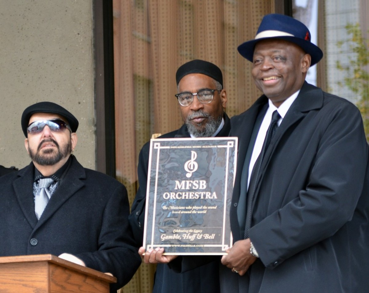 Kenneth Gamble is flanked by MFSB musicians Bobby Eli (left) and Charles Collins. (Photo by Chris M. Junior)