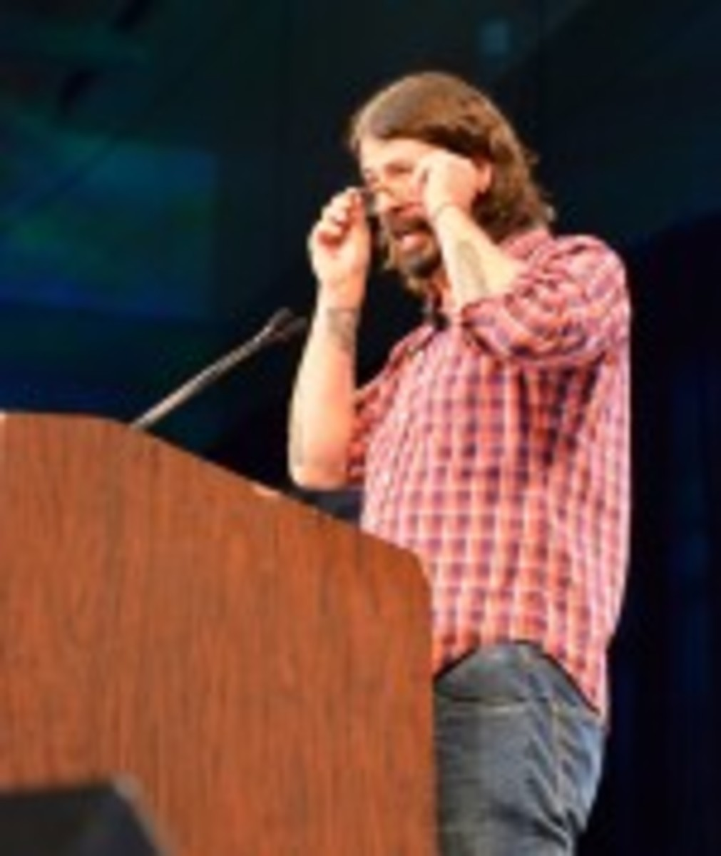 Dave Grohl prepares to deliver his SXSW keynote address. (Photo by Chris M. Junior)