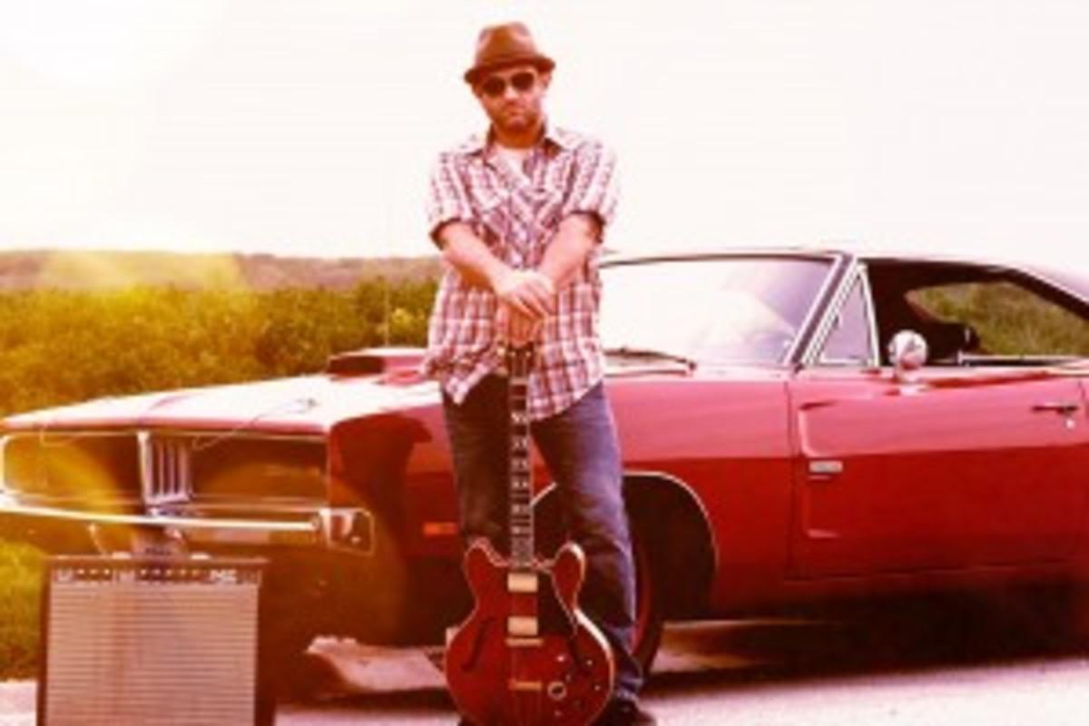 Voo Davis - Hi-Res Color with Guitar