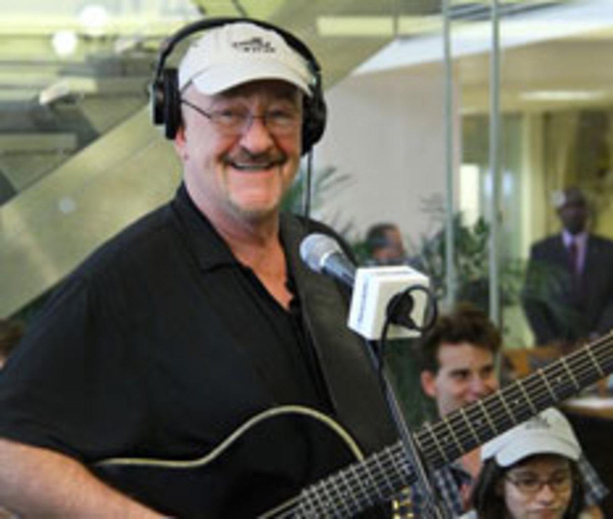 Dave-Mason-in-SiriusXM-studio