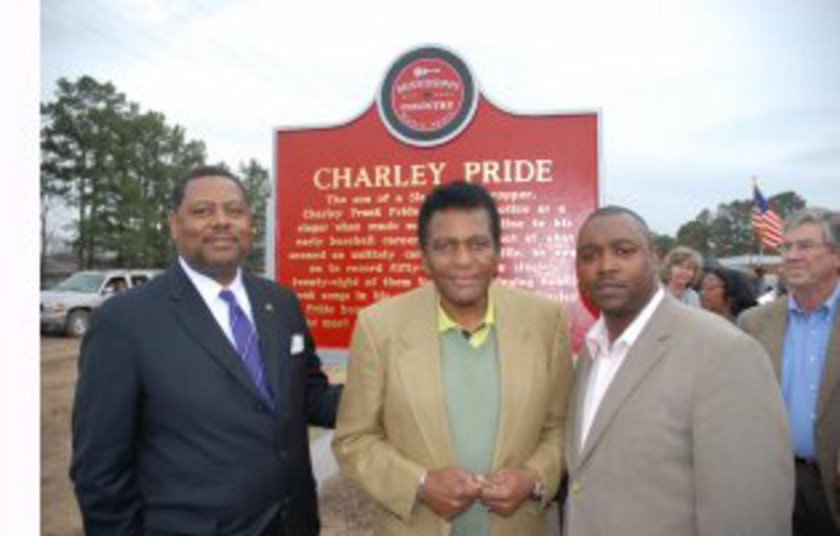 (Photo credit: Jeff Holder; L to R: MS Senator Robert Jackson, Charley Pride, MS Country Music Trail's Alex Thomas )