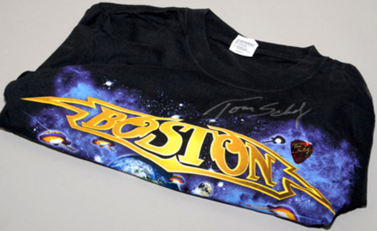 Tom Scholz Boston T-shirt and guitar pick