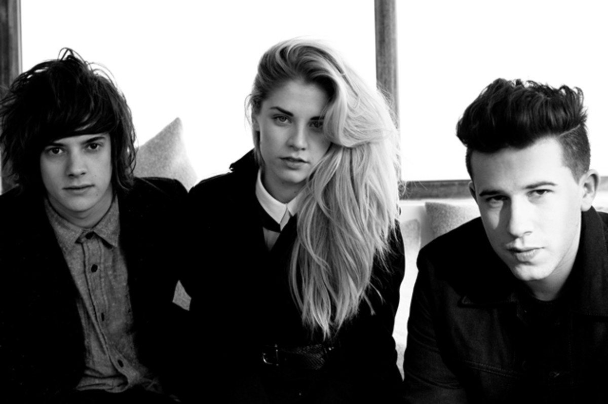 London Grammar performed a phenomenal show at NYC's Irving Plaza on Wednesday, April 9th.