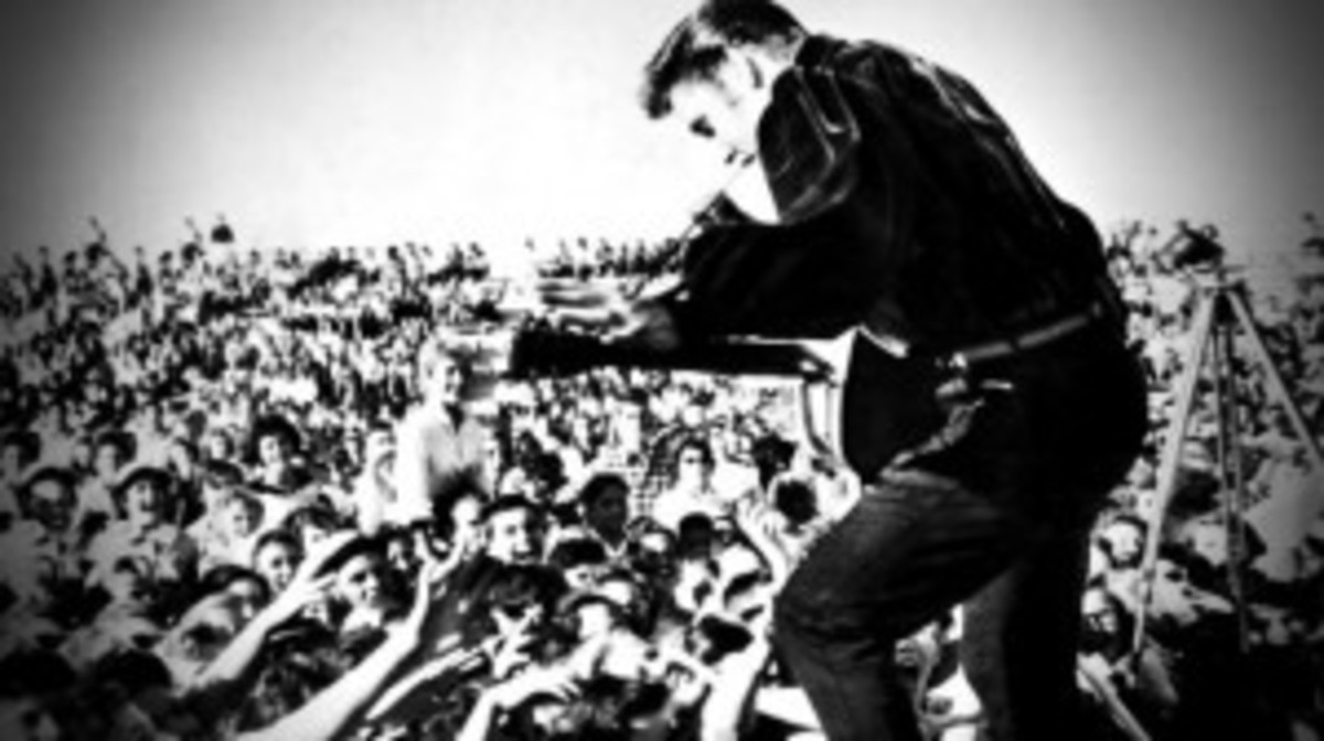 Sunday's Elvis Forever concert, which took place in London's Hyde Park, can now be heard on-demand on the BBC Radio 2 Web site.