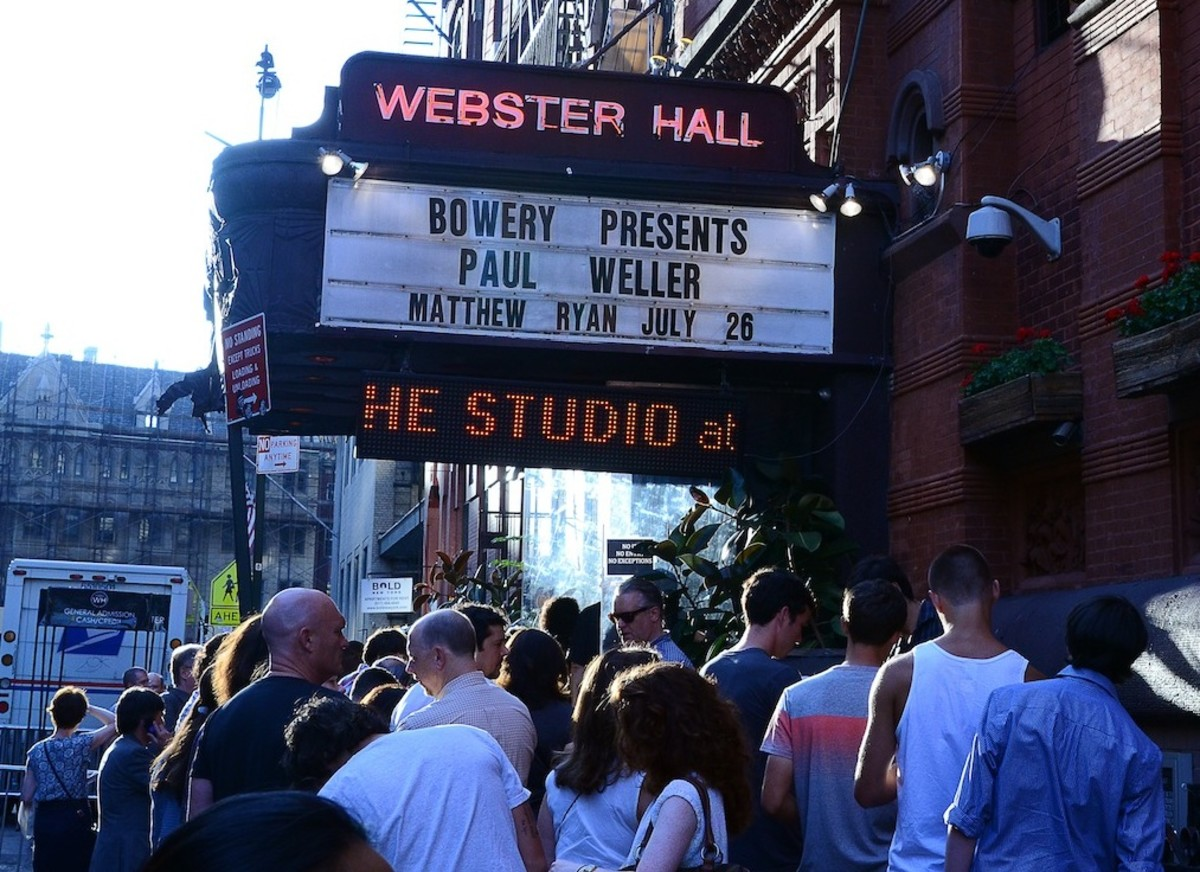 The crowd files into Webster Hall for Paul Weller's show on Friday, July 26th. (Photo by Chris M. Junior)