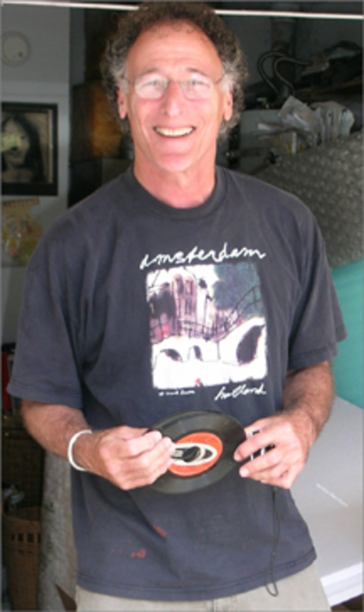 In 2002 Gary Freiberg founded Vinyl Record Day.