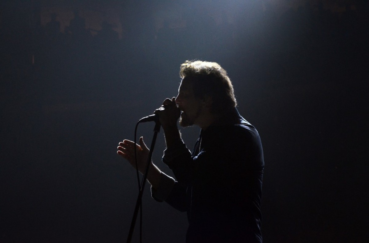 Pearl Jam frontman Eddie Vedder in action Oct. 21 at the Wells Fargo Center in Philadelphia. (Photo by Chris M. Junior)