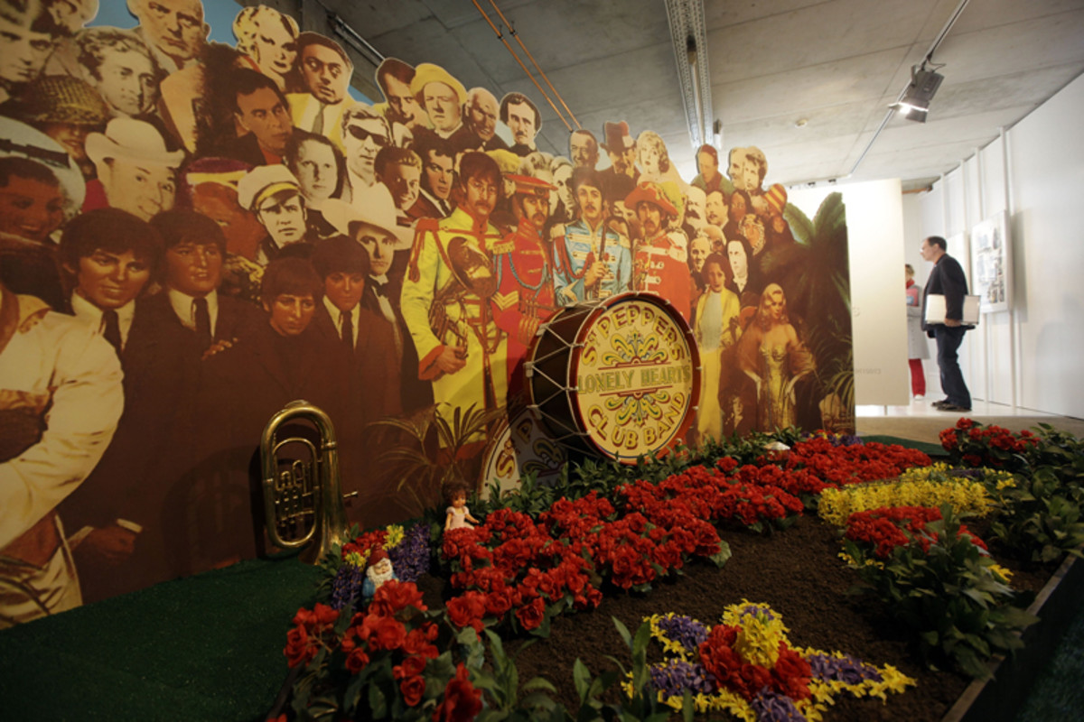 "THE DISPLAY: A view of the ""Sgt. Pepper"" room is seen at the Beatlemania exhibition on May 28, 2009 in Hamburg, Germany. (Photo by Krafft Angerer/Getty Images)"