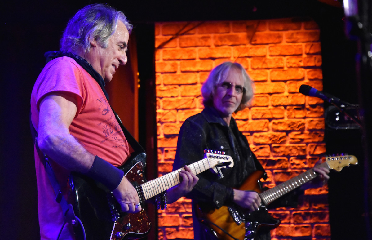 Danny Kortchmar (left) and Steve Postell at The Iridium on Oct. 25. (Photo by Chris M. Junior)