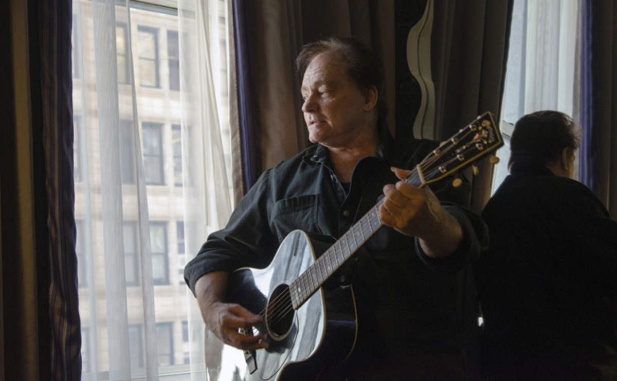 A pensive Marty Balin strums his Martin guitar inside his New York hotel room on Park Avenue South in October 2015 (photo by Chris M. Junior).