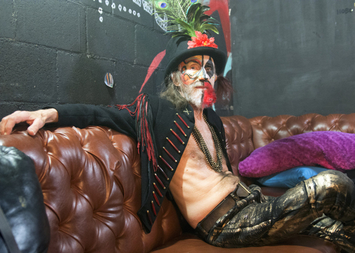 Singer Arthur Brown relaxes backstage before his showcase at the Empire Garage. (Photo by Chris M. Junior)