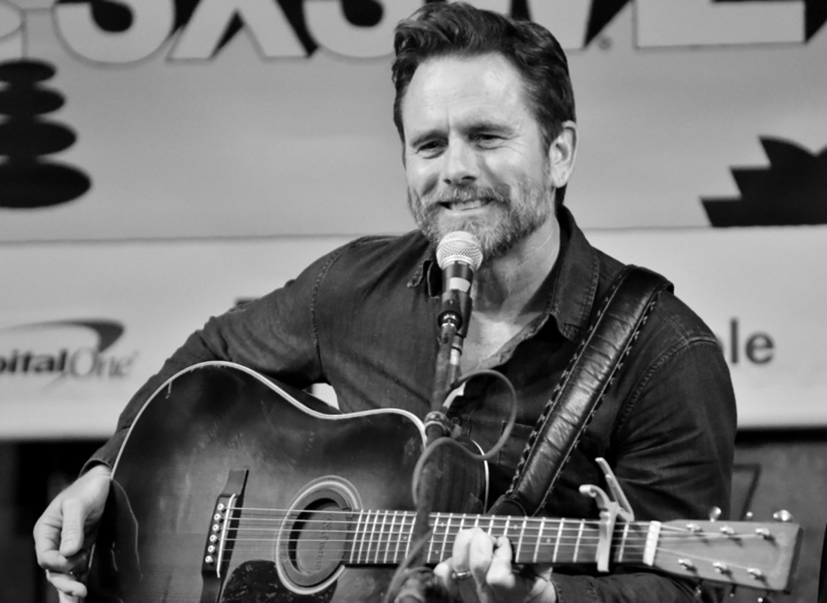"Charles Esten, who starred in the ABC series ""Nashville,"" onstage at Esther's Follies on March 13. (Photo by Chris M. Junior)"
