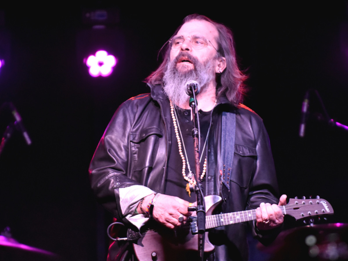 "Steve Earle performs ""Copperhead Road"" to close out his Mohawk set. (Photo by Chris M. Junior)"