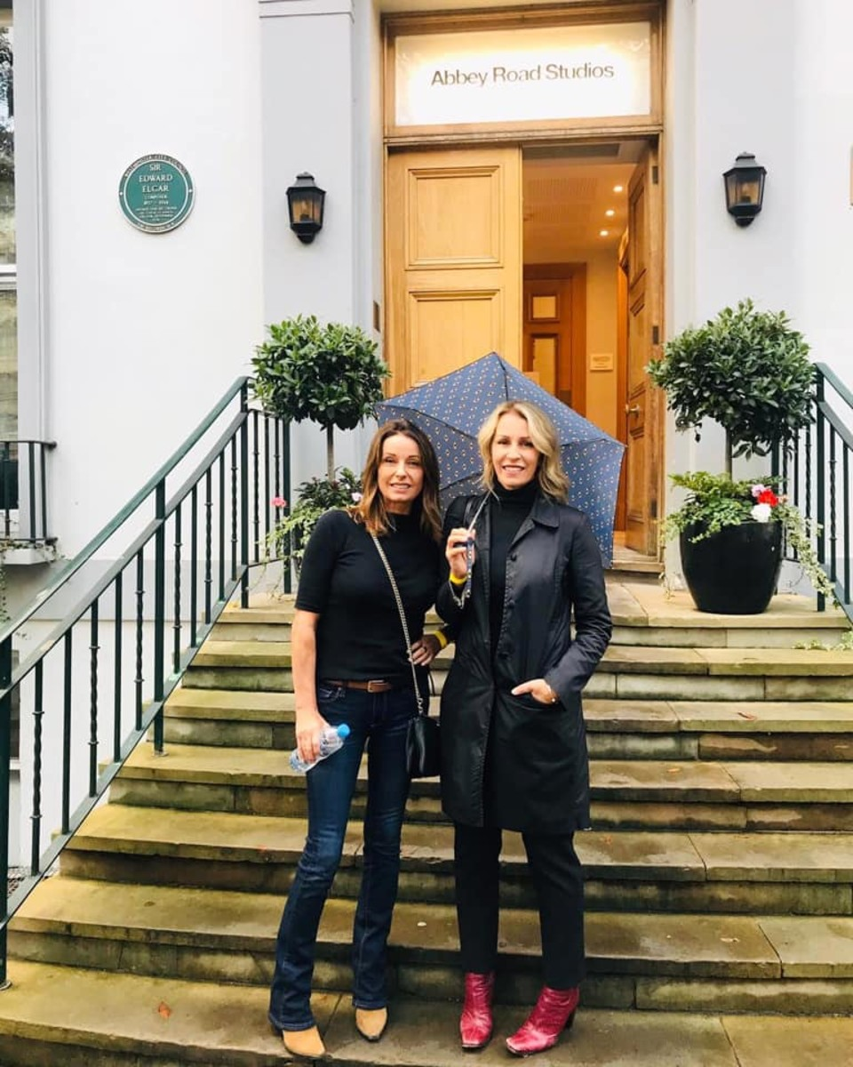Woodward and Sara Dallin in front of Abbey Road Studios. Photo @TheBananarama.