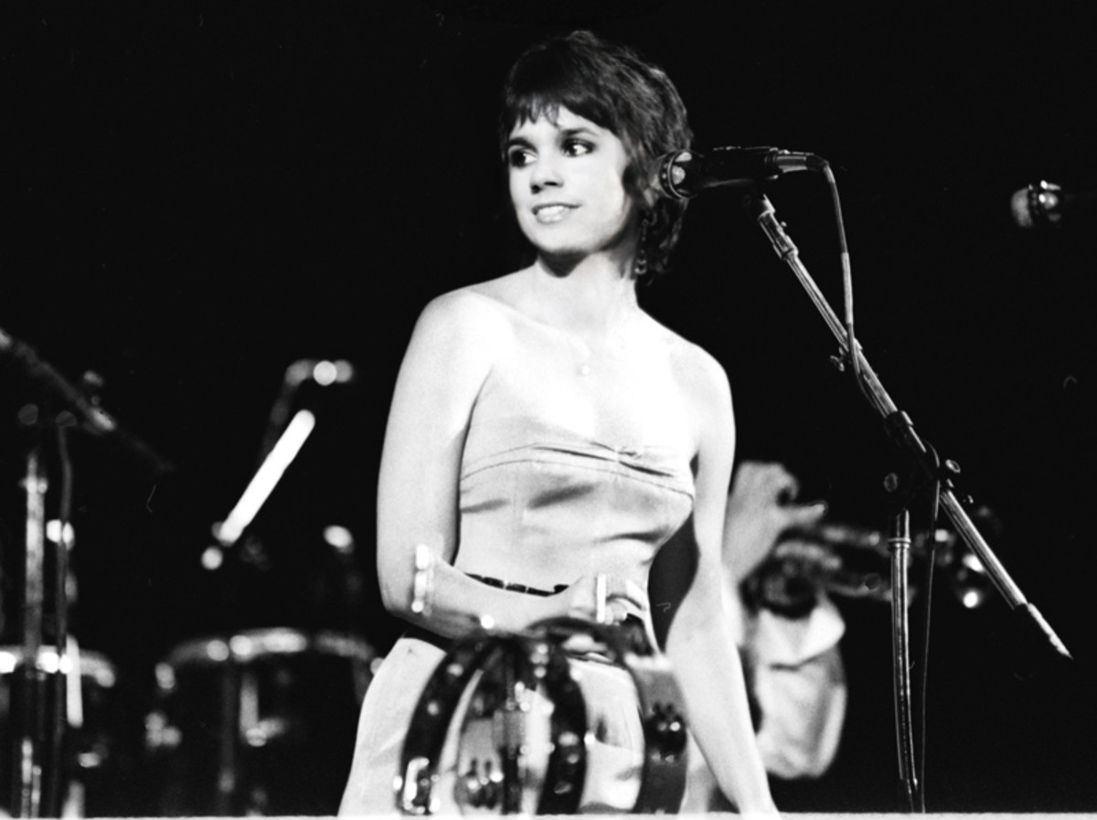 Linda in concert. Photo by Jim Shea, courtesy of Rhino Records.
