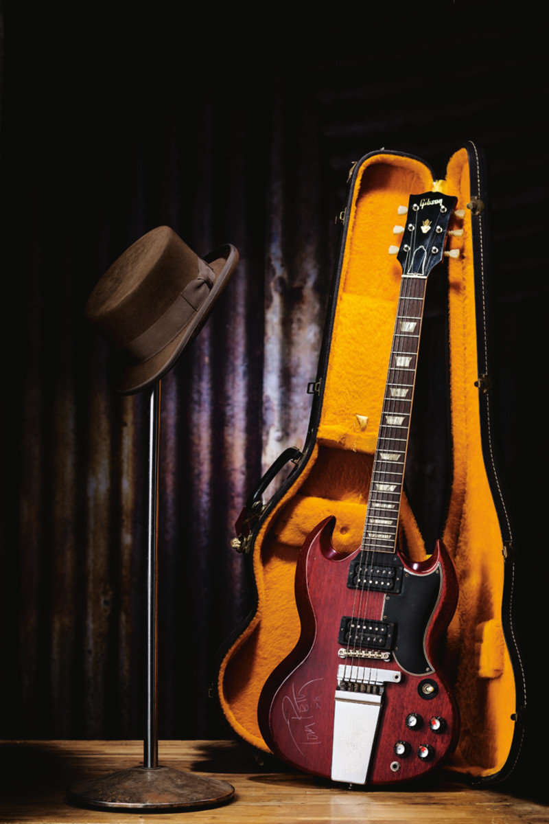 Tom Petty '65 Gibson Guitar & Top Hat. Photo courtesy of Heritage Auctions.jpg