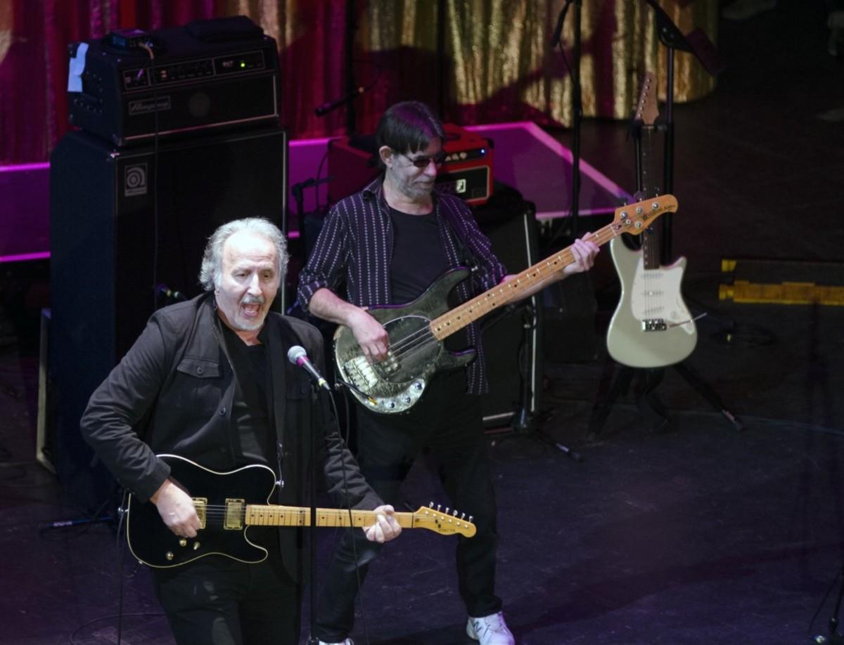 Joe Grushecky with Houserockers bassist Art Nardini (Photo by Chris M. Junior)