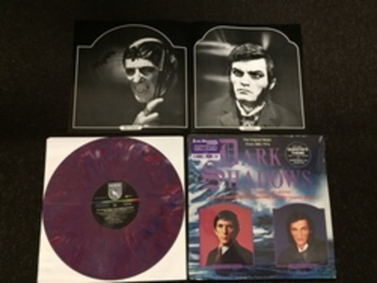2hjb_DarkShadowsVinyl_1