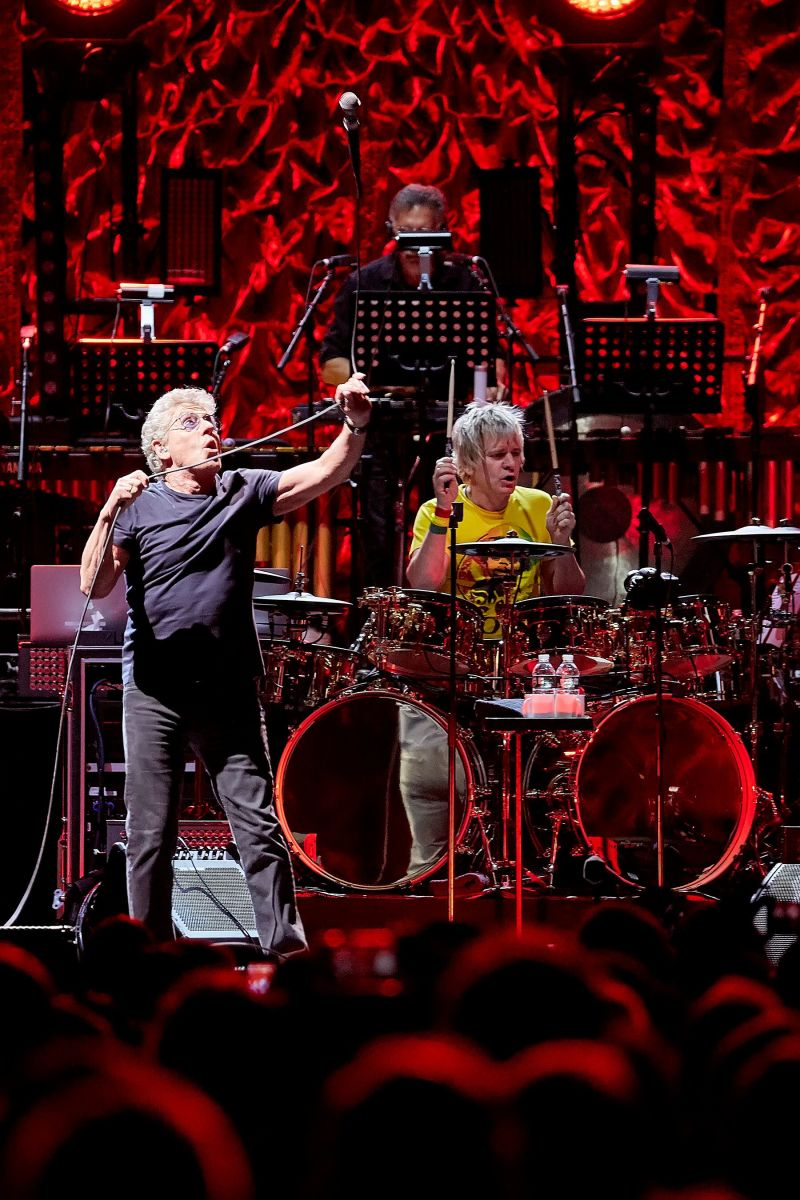 Roger Daltrey whips his microphone around by its lead, lariat style, as Zak Starkey keeps the beat. (Carl Scheffel/MSG Photos)