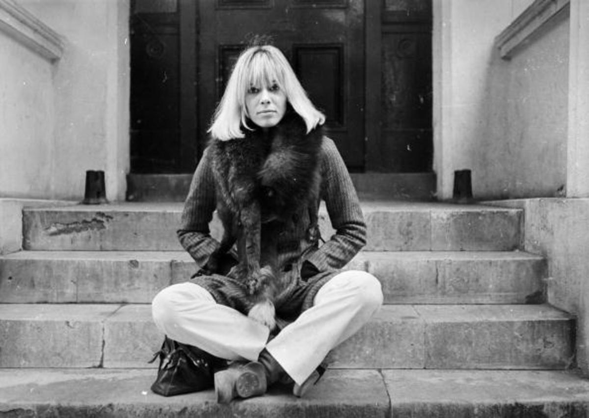 24th October 1968: Italian-born German actress Anita Pallenberg sits cross-legged on a flight of stone steps. (Photo by Larry Ellis/Express/Getty Images)
